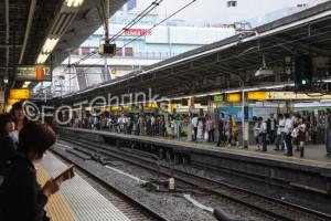 Gleis in Shinjuku - mit dem Japan Rail Pass durchs Land